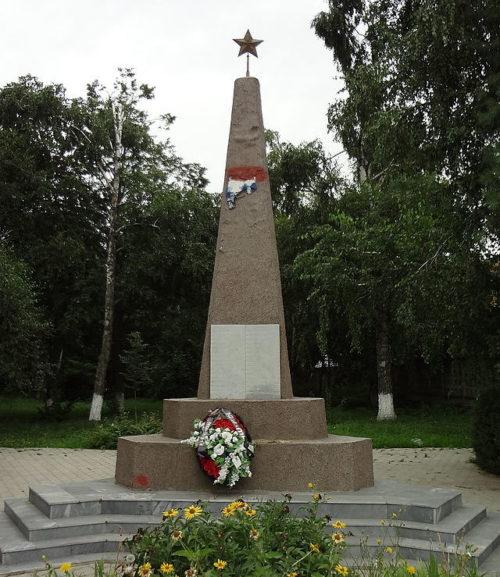 г. Краснодар. Памятник по улице Российской, установленный на братской могиле воинов, павшим в годы войны.