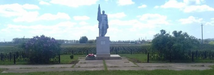 ст-ца. Старовеличковская Калининского р-на. Памятник по улице Крайней 15, установленный на братской могиле советских воинов.
