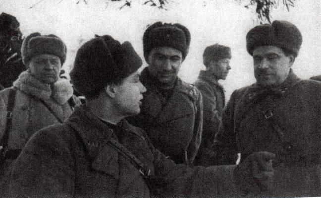 Л.А. Говоров среди командиров 5-й армии. Январь 1942 г.