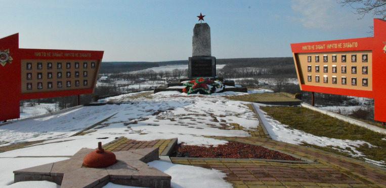 п. Южный Белореченского р-на. Памятник землякам, погибшим в годы войны.