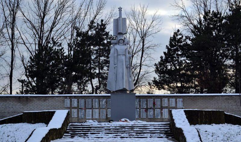 г. Краснодар, Старокорсунская станица. Памятник, установленный в 1987 году воинам-землякам.