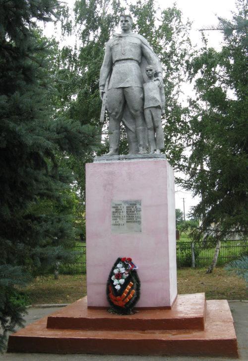 х. Нещадимовский Славянского р-на. Памятник по улице Цветочной 5в, установленный на братской могиле, в которой похоронено 76 советских воинов.