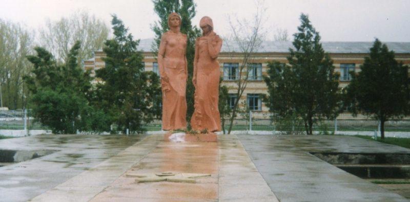 с. Большой Бейсуг Брюховецкого р-на. Памятник воинам-землякам, погибшим в годы войны.