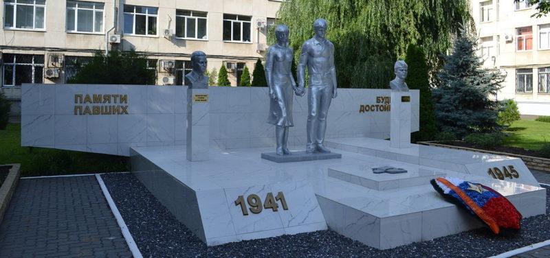 г. Краснодар. Мемориальный комплекс по улице Ставропольская 149, установленный в 1987 году в честь преподавателей и студентов КубГУ, погибших в годы войны.