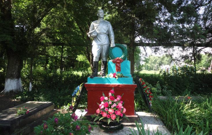 ст-ца. Старовеличковская Калининского р-на. Памятник советским воинам по улице Красной 202.