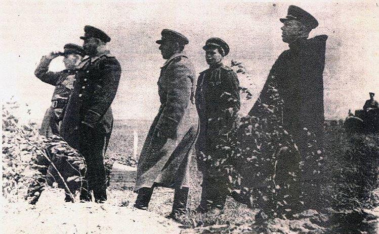 Али Гучигов и Баграмян. 1943 г.