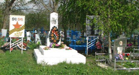 х. Борец Труда Каневского р-на. Памятник погибшим землякам.