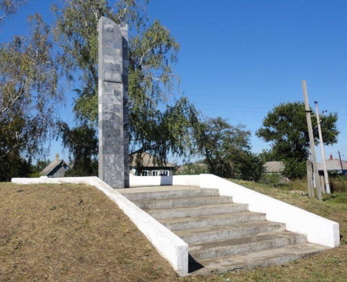 п. Андрее-Дмитриевский Курганинского р-на. Памятник, установленный на братской могиле советских воинов.