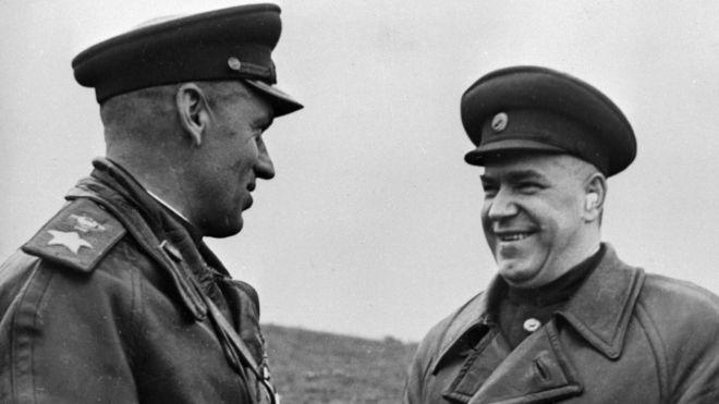 Маршалы Георгий Жуков и Константин Рокоссовский. Польша 1 октября 1944 г.