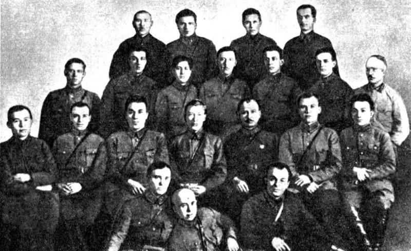 Командный состав 17-й стрелковой дивизии. Конев – во втором ряду второй справа. 1924 г.