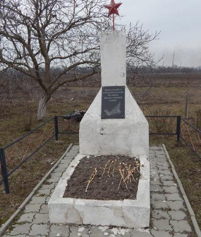 ст-ца. Каневская. Памятник по улице Северной 1, установленный на братской могиле мирных жителей, погибших от рук оккупантов.
