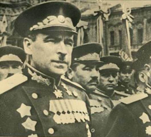 Маршал Л.А. Говоров во главе сводных войск Ленинградского фронта на Параде Победы. 24 июня 1945 г.