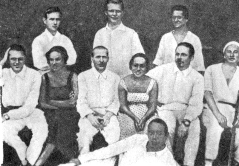 Конев (в третьем ряду в центре) на отдыхе в Сочи. 1934 г.
