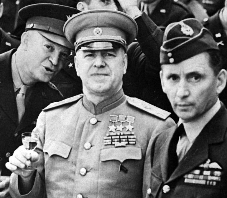 Жуков с союзниками. Берлин, 1945 г.