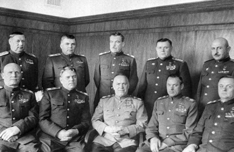 Баграмян среди командующих фронтами. 1945 г.