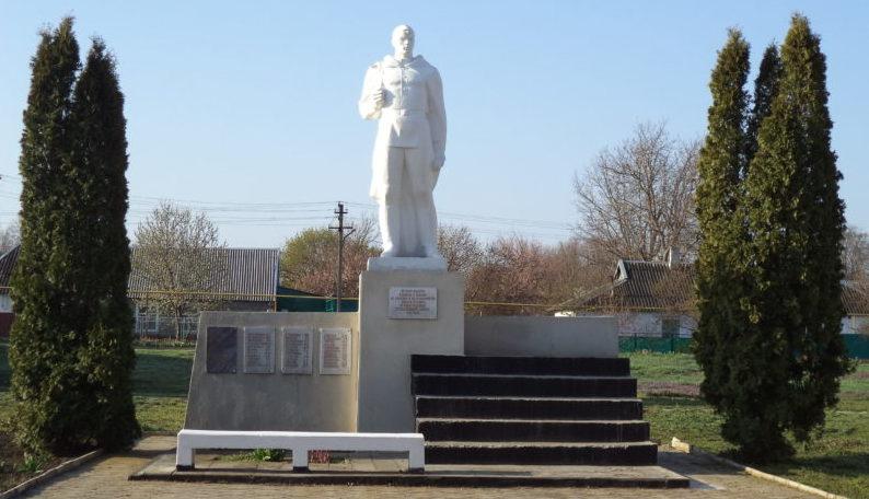 п. Кубанская Степь Каневского р-на. Памятник землякам по улице Центральной 77а.