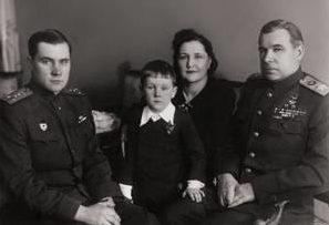 Говоров с женой и сыновьями: Владимиром и Сергеем. 1949 г.