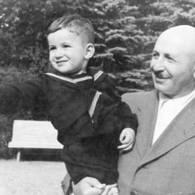 Баграмян с внуком. 1949 г.