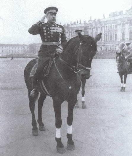 Говоров принимает парад на Красной площади. 1 мая 1952 г.