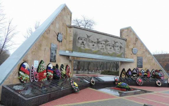 ст. Новощербиновская Брюховецкого р-на. Мемориал землякам, установленный по улице Мира 41/1.