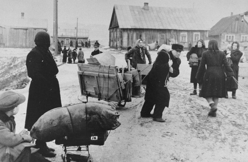 Переселение евреев в Каунасское гетто. 1942 г.