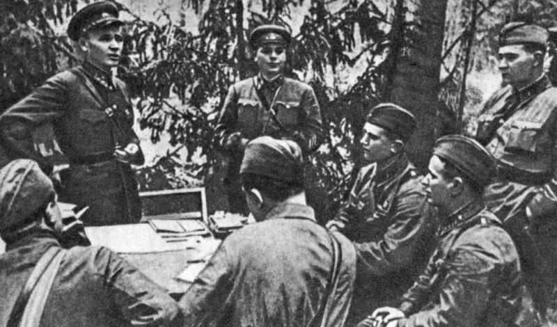 Конев с группой писателей. Западный фронт. Сентябрь 1941 г.
