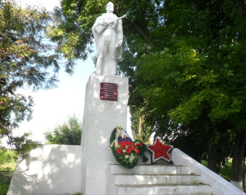 с. Свободное Брюховецкого р-на. Памятник землякам, установленный по улице Красноармейской.
