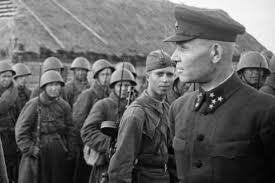 Командующий Калининским фронтом генерал-полковник Конев с бойцами 31-й армии. 1941 г.