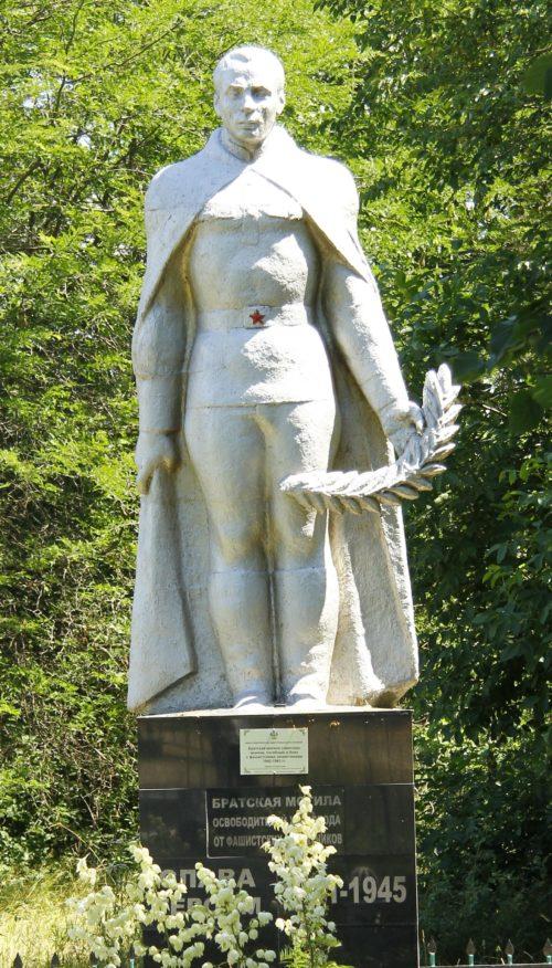 х. Свобода Курганинского р-на. Памятник, установленный на братской могиле советских воинов.