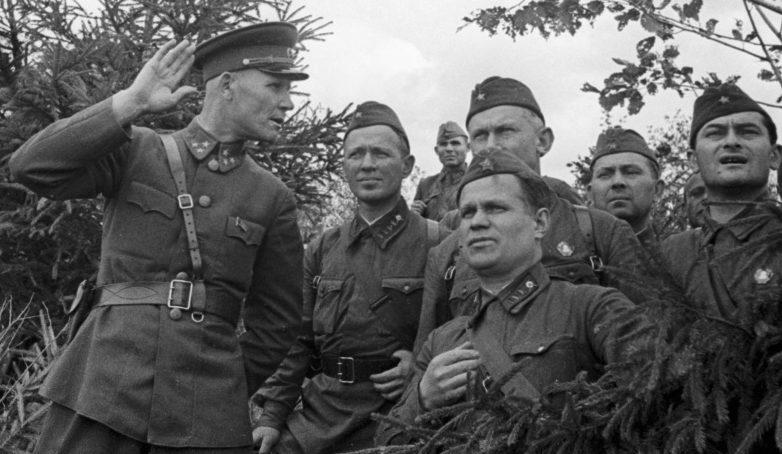 На командном пункте Конева писатели Шолохов, Фадеев и Катаев. 1941 г.