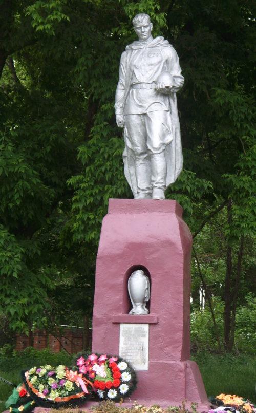 х. Бабиче-Кореновский Кореновского р-на. Памятник по улице Мира 109, установленный на братской могиле советских воинов.