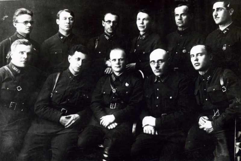 Голиков среди выпускников академии им.Фрунзе. 1933 г.
