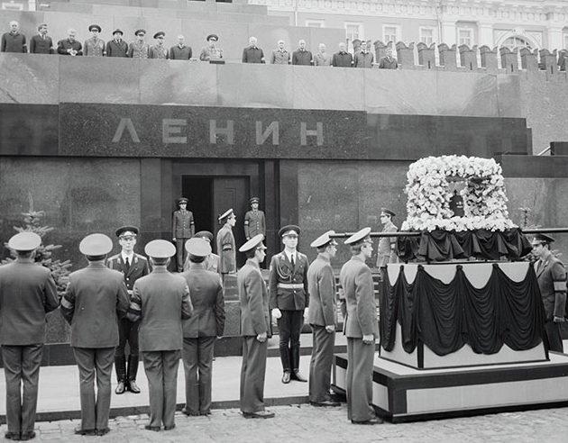 Похороны маршала Баграмяна на Красной площади. 1982 г.