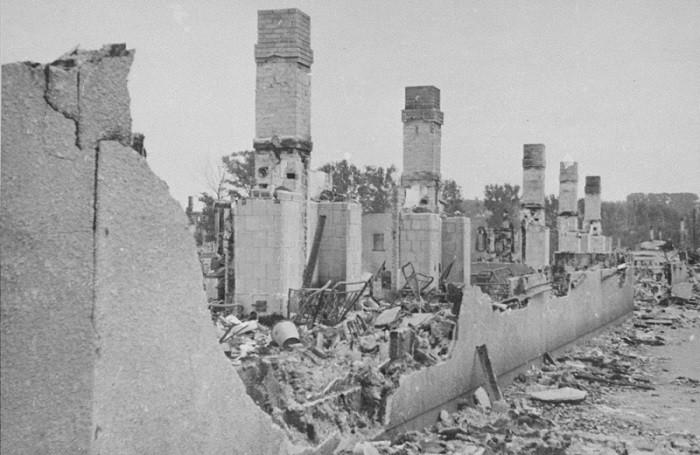 Руины здания, разрушенного немцами, чтобы заставить евреев выйти из укрытий во время окончательной ликвидации Каунасского гетто. 1944 г.