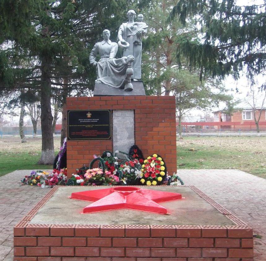 ст-ца. Дядьковская Кореновского р-на. Памятник, установленный на братской могиле советских воинов.
