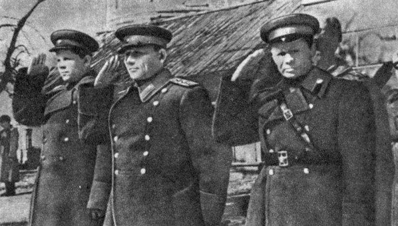 Конев при вручении боевых наград. Вышний Волочек, весна 1943 г.