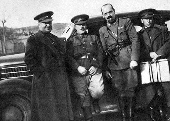 Интербригадовцы: слева направо болгарин Фердинанд Козовский, венгр Мате Залка, итальянец Галлеани, русский Павел Батов. 1937 г.