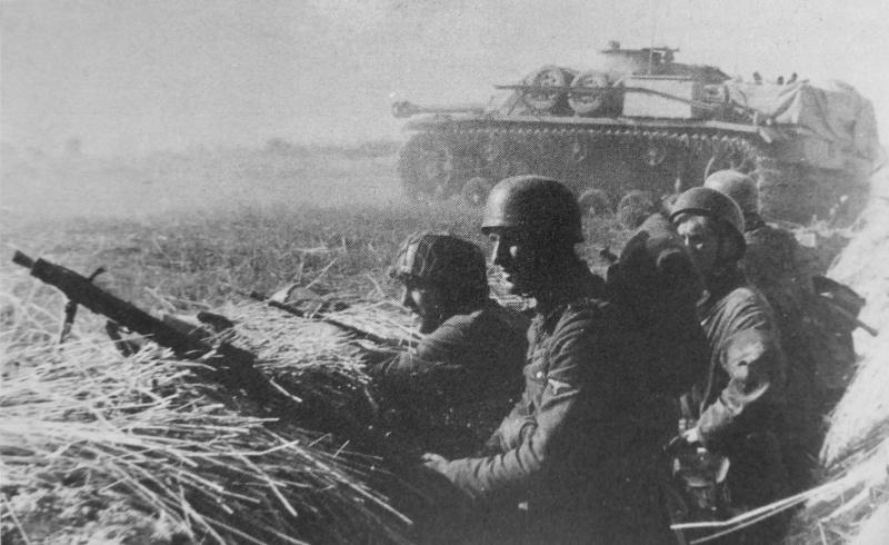 Солдаты СС в обороне в окрестностях Вильнюса. Июль 1944 г.
