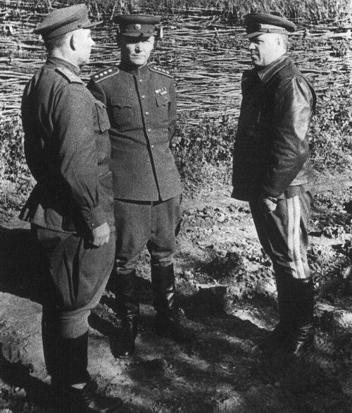 Справа налево: Г.К. Жуков, И.С. Конев, И.М. Манагаров. Лето 1943 г.