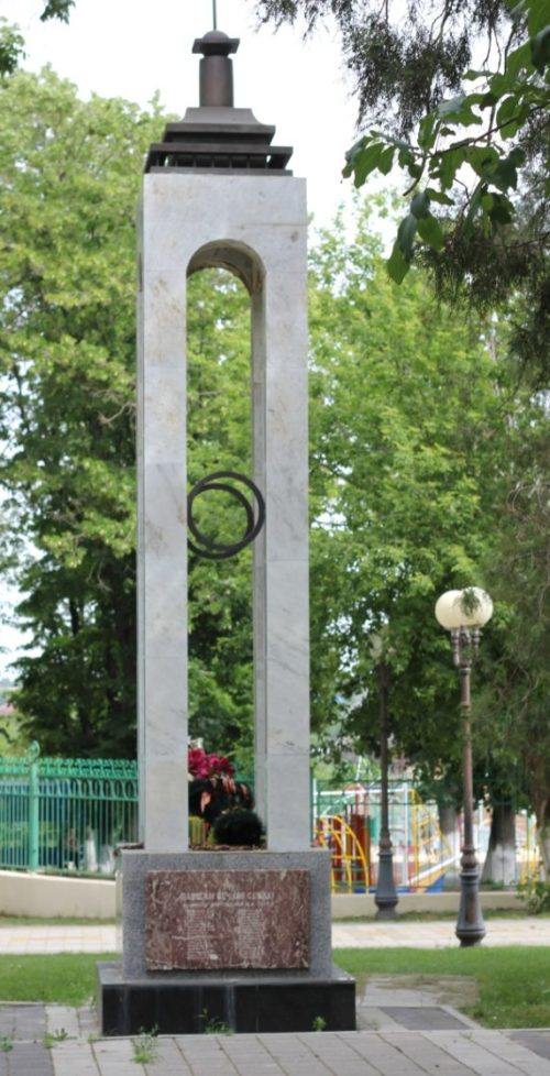 ст-ца. Выселки. Памятник по улице Ленина, установленный на братской могиле советских воинов.