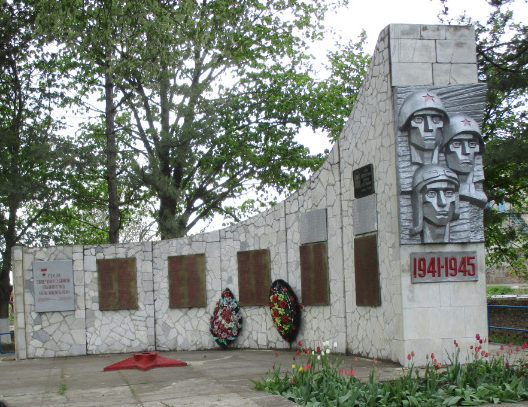 х. Глебовка Кущёвского р-на. Обелиск погибшим землякам, установленный по улице Братской 33а.