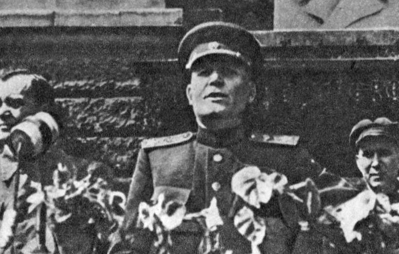 Конев выступает на митинге в освобожденном Львове. 28 июля 1944 г.