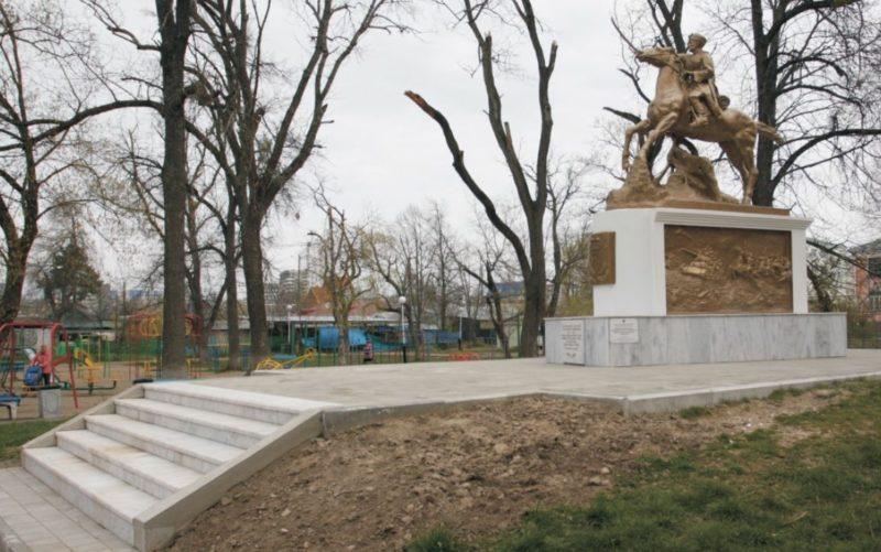 г. Краснодар. п. Пашковский. Памятник советским воинам, принимавшим участие в освобождении Кубани от немецко-фашистских захватчиков.