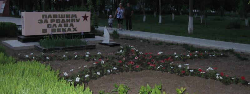 ст-ца. Черноерковская Славянского р-на. Памятный знак землякам, погибшим в годы Великой Отечественной войны, установленный по улице Ленина.