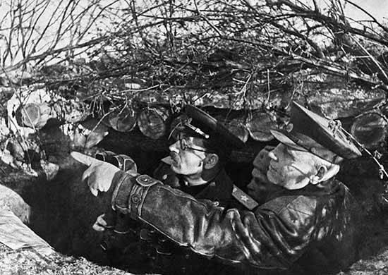 И.С. Конев и П.С. Ротмистров на наблюдательном пункте в ходе Корсунь-Шевченковской операции. 1944 г.