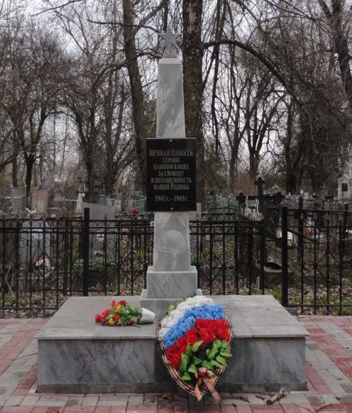 с. Красное Кущёвского р-на. Памятник, установленный на братской могиле советских воинов.
