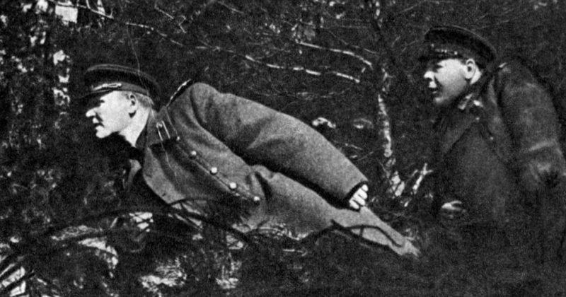 И.С. Конев и Н.П. Пухов на наблюдательном пункте. Апрель 1945 г.