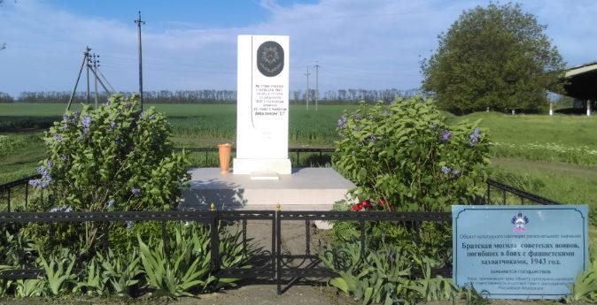 ст-ца. Сергиевская Кореновского р-на. Памятник по улице Айвазяна 1, установленный на братской могиле советских воинов.