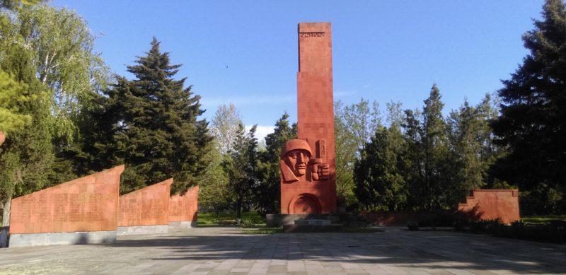 ст-ца. Сергиевская Кореновского р-на. Памятник по улице Ленина 34, установленный на братской могиле советских воинов.
