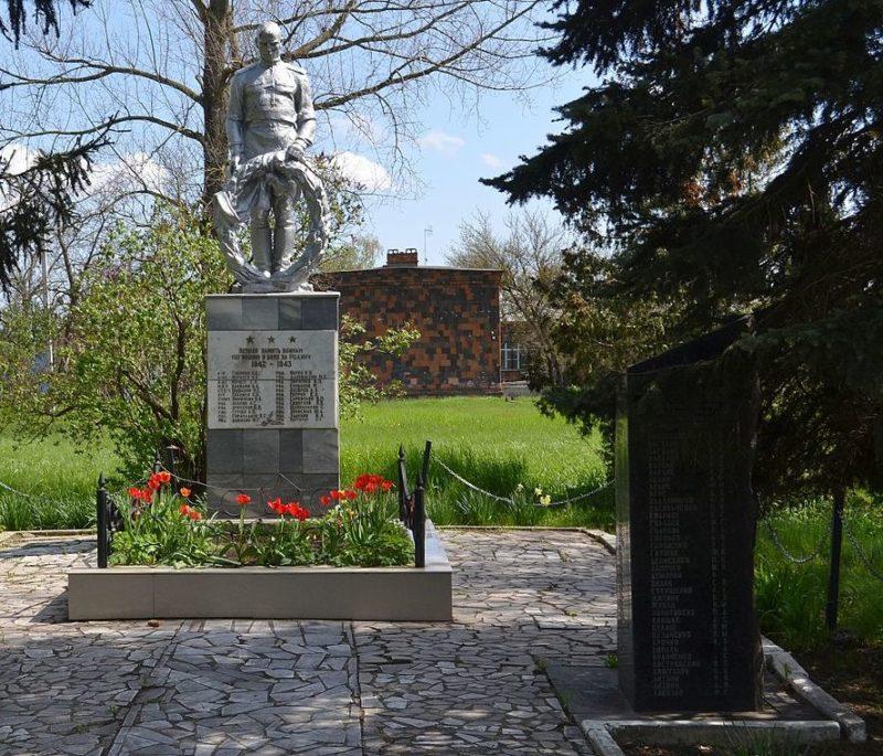 г. Краснодар, х. Копанский центр. Памятник, установленный на братской могиле советских воинов.